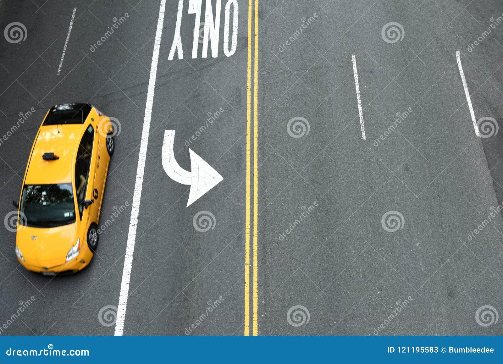 New York, Etats-Unis - 26 mai 2018 : Vue supérieure sur le taxi jaune sur le St