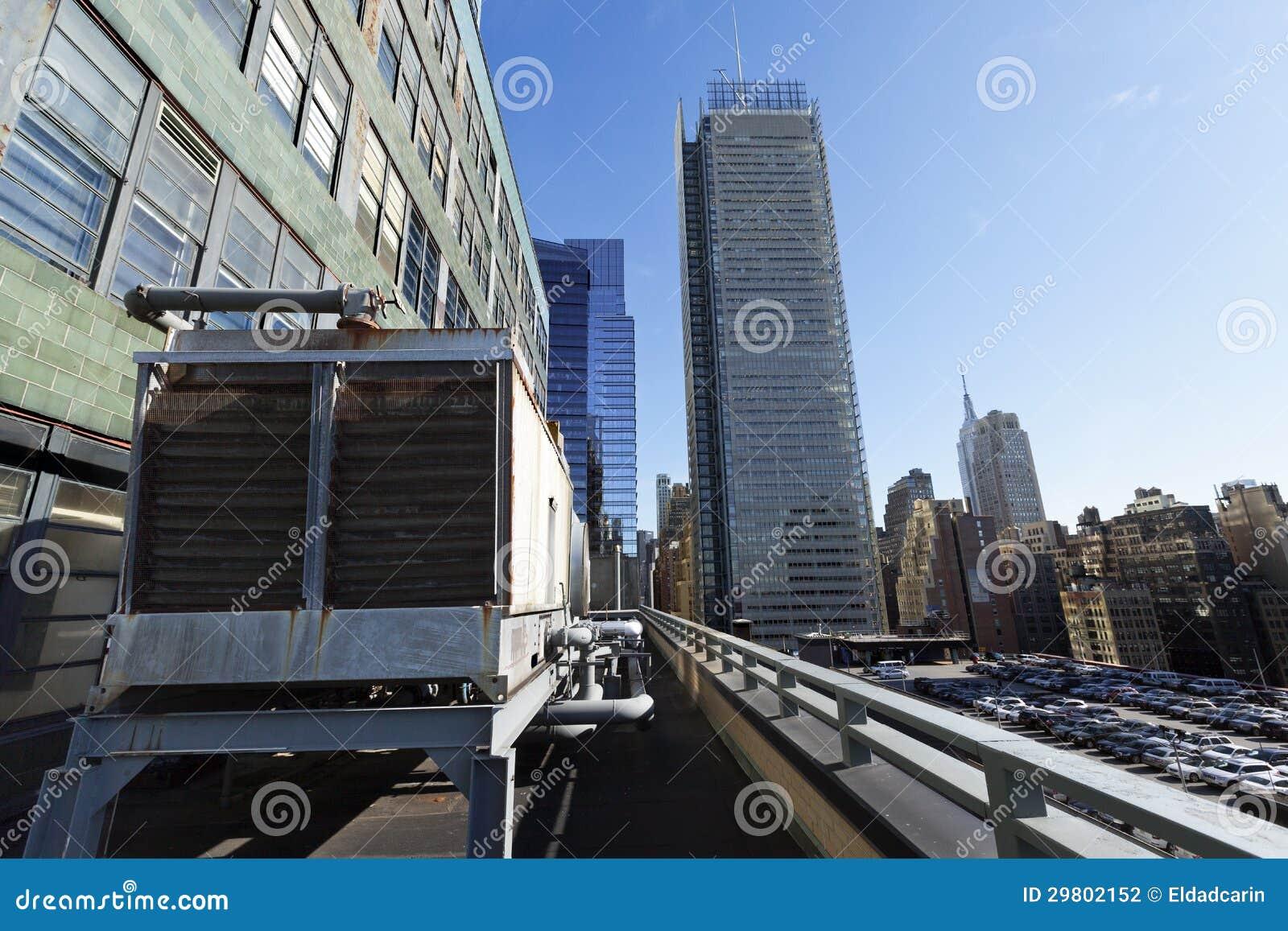 Estacionamento do telhado da autoridade portuária e arranha-céus Manhattan Yor novo