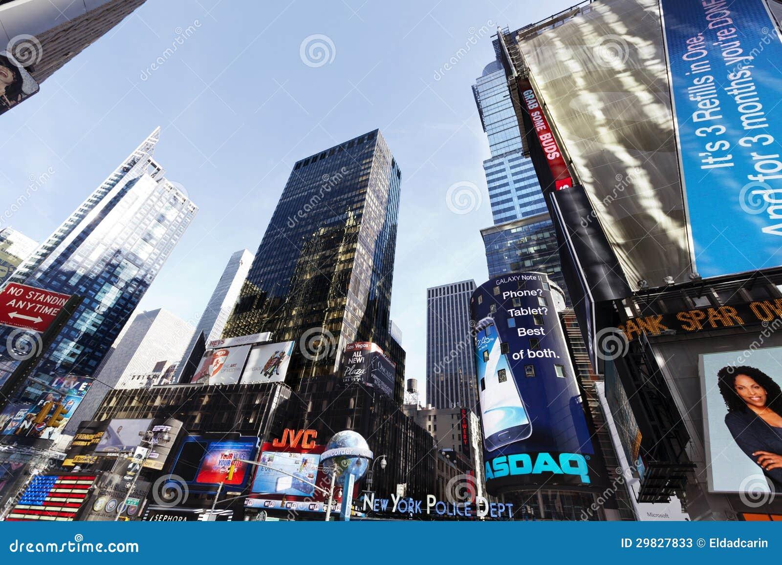Grandes ângulo arranha-céus Manhattan do Times Square