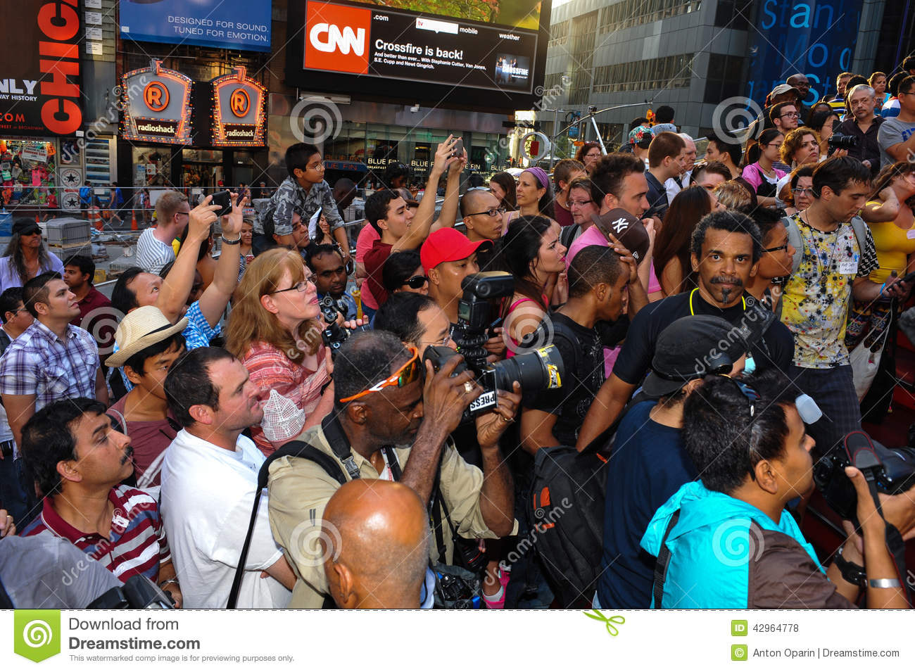 New York - July 26 Photographers, Artists And Crowd Making Photos At Times Square -6996