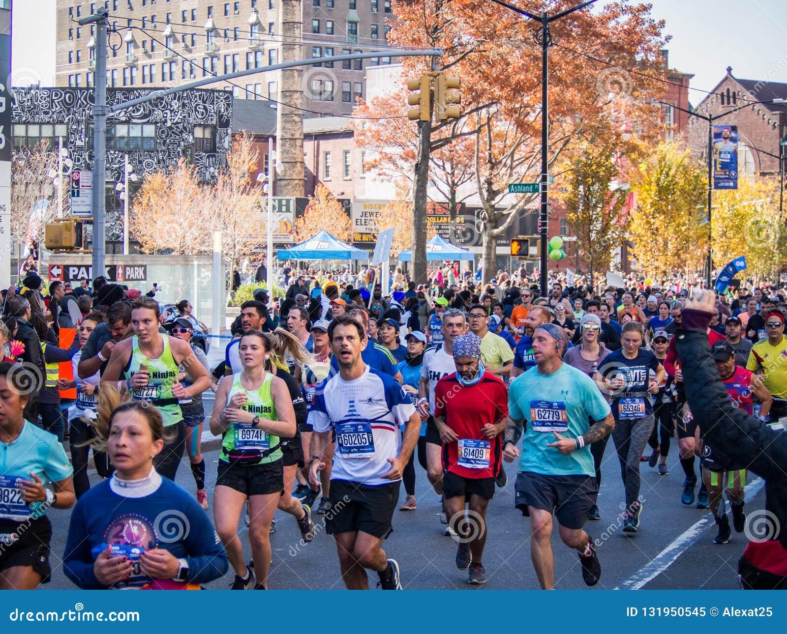 New York - les Etats-Unis - les gens courent le marathon de New York