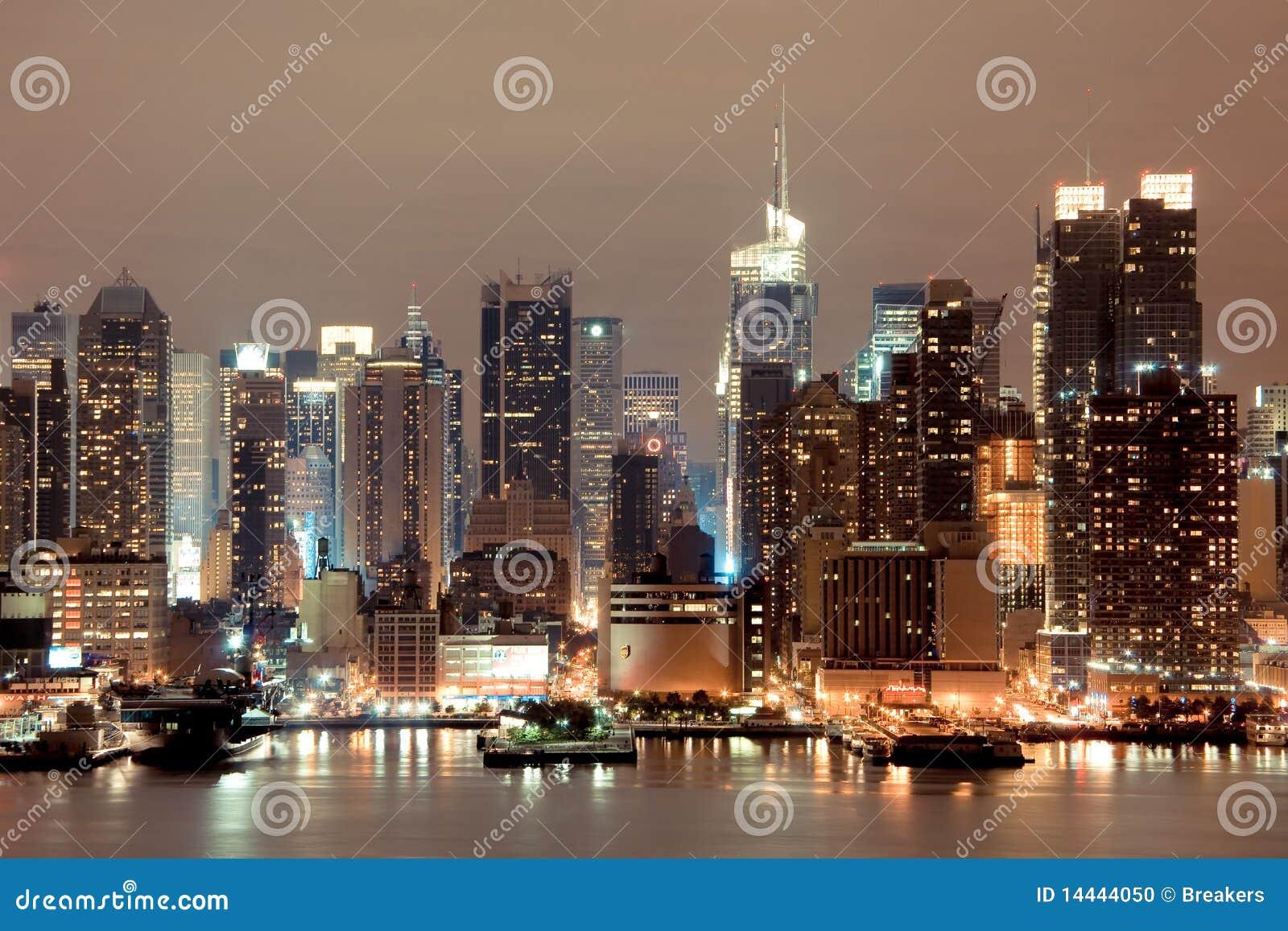 New york manhattan alla notte immagine editoriale for Foto new york notte