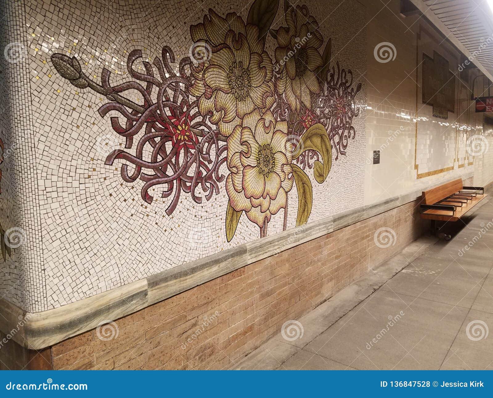 New York, NY EUA, o 16 de janeiro de 2019: reabriu recentemente a estação de metro, estação da rua do MTA 28o na linha da avenida