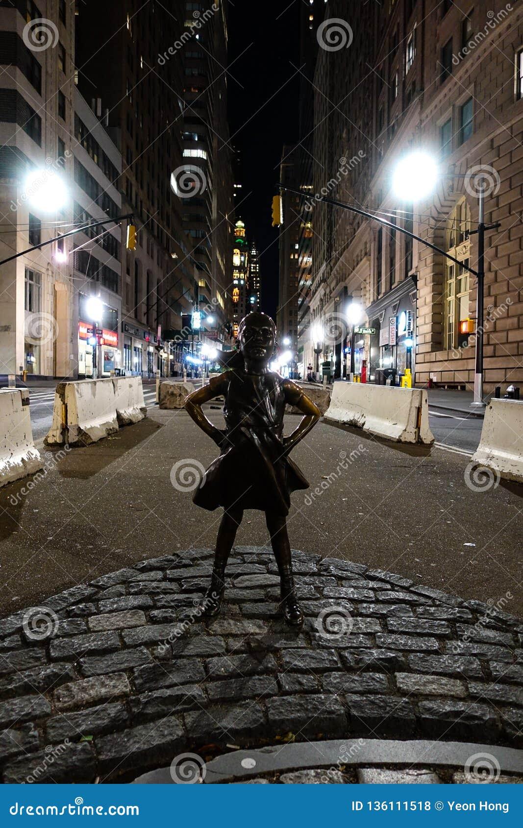New York, NY /USA - 23 novembre 2018 : Fille courageuse