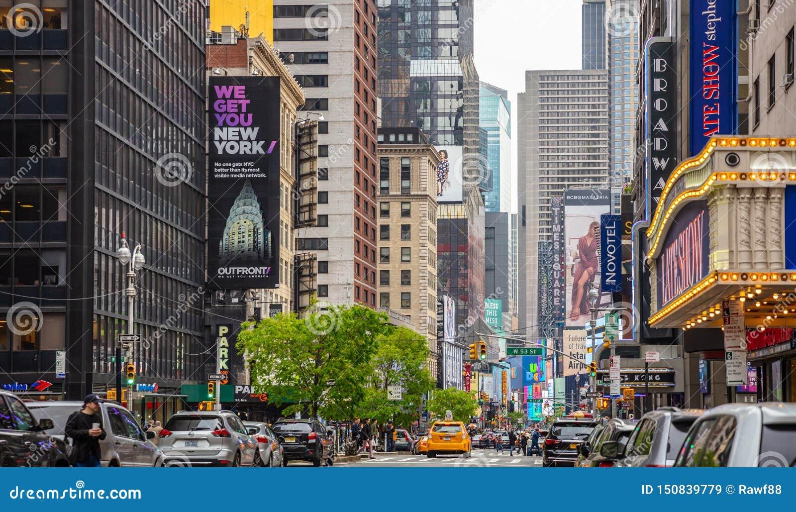 New York, Rues De Broadway Hauts Bâtiments, Lampes Au Néon