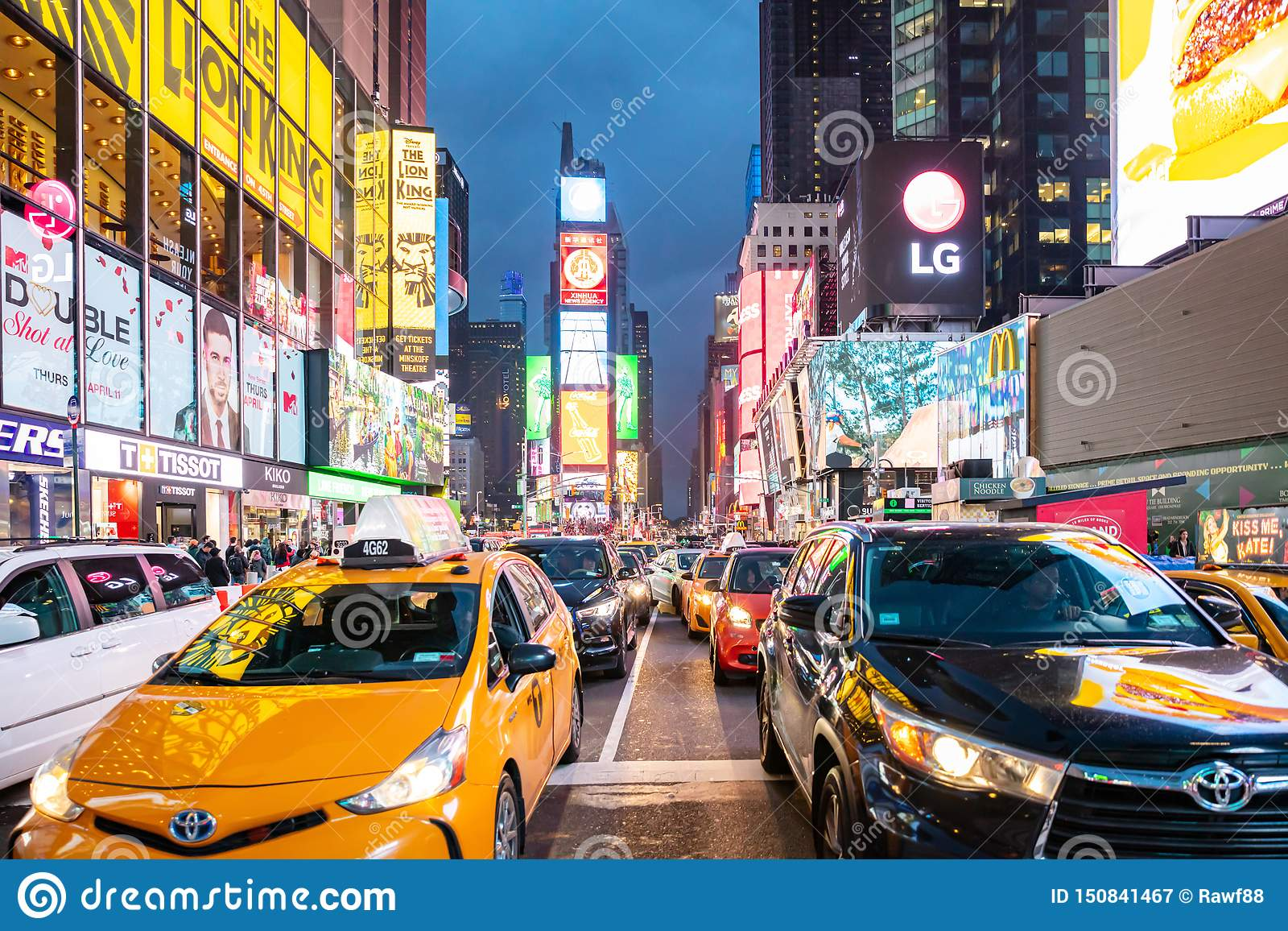 New York, Rues De Broadway La Nuit Hauts Bâtiments Lumineux