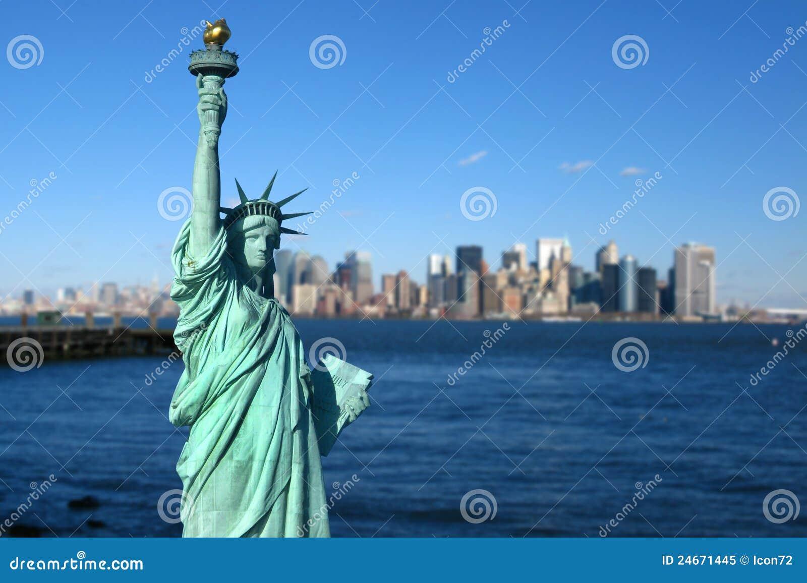 New York : Statue de la liberté, horizon de Manhattan