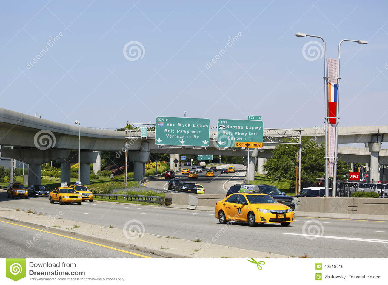 United Baggage Prices New York Taxi At Van Wyck Expressway Entering Jfk