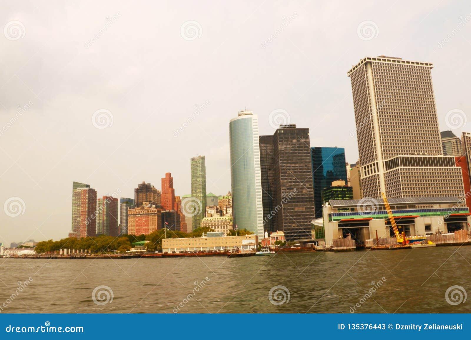 NEW YORK, U.S.A. - 31 agosto 2018: Vista panoramica dell orizzonte di Manhattan New York City, S Edifici per uffici e grattacieli
