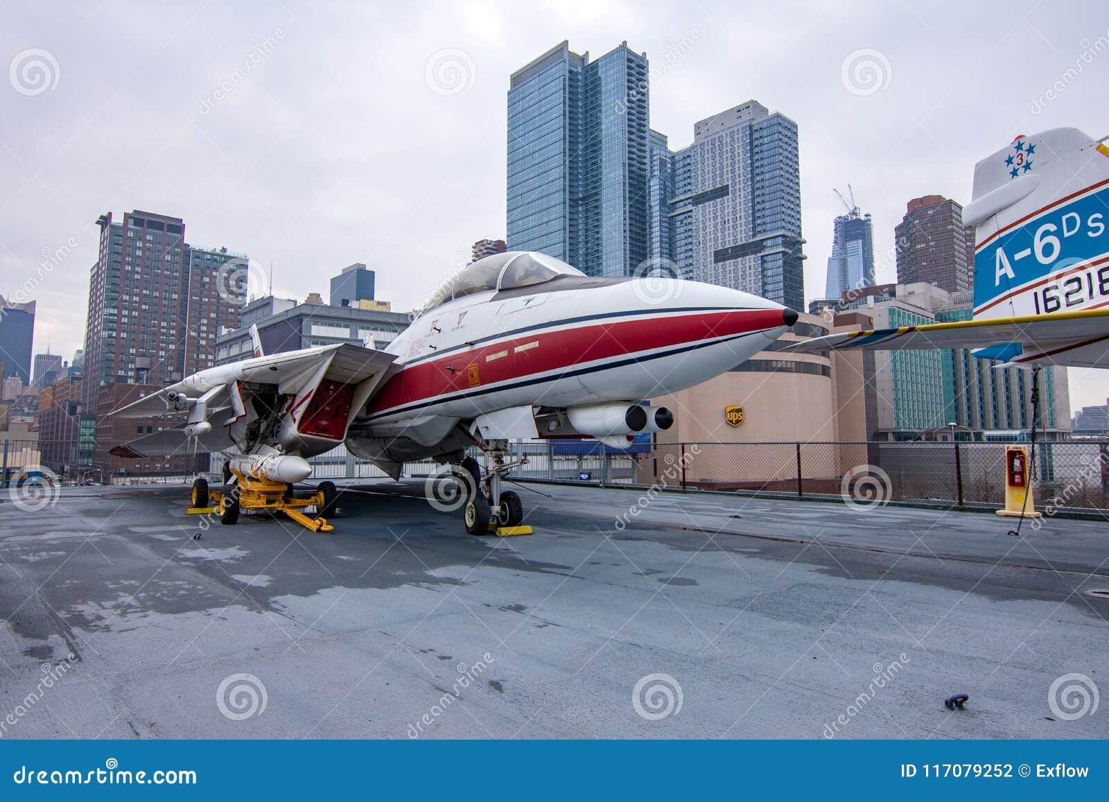 New York, USA - 30 mars 2018 : L avion de combat du chat F-14 As
