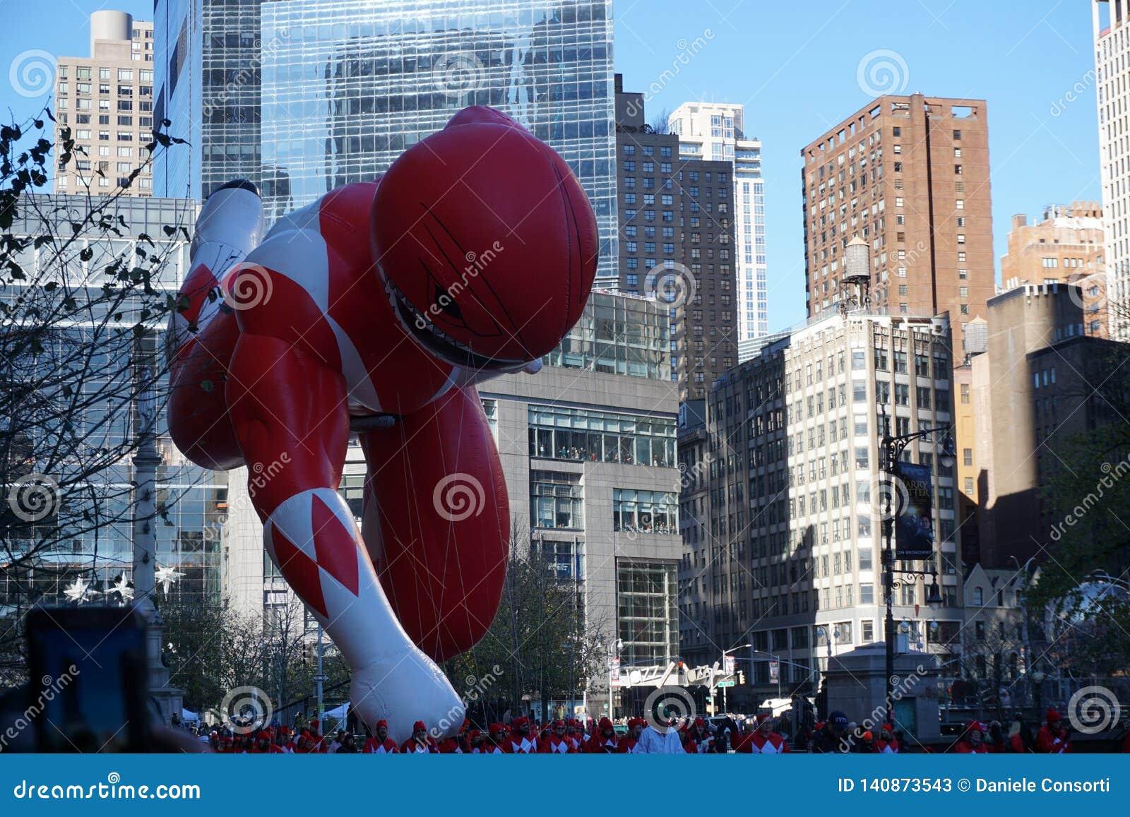 New York USA - November 2018: den årliga Macys tacksägelsedagen ståtar i New York City på baloon för November maktkommandosoldat
