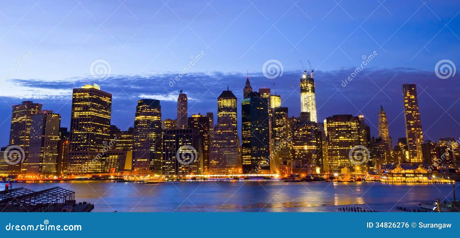 New- Yorkskyline und Liberty Statue nachts, NY, USA