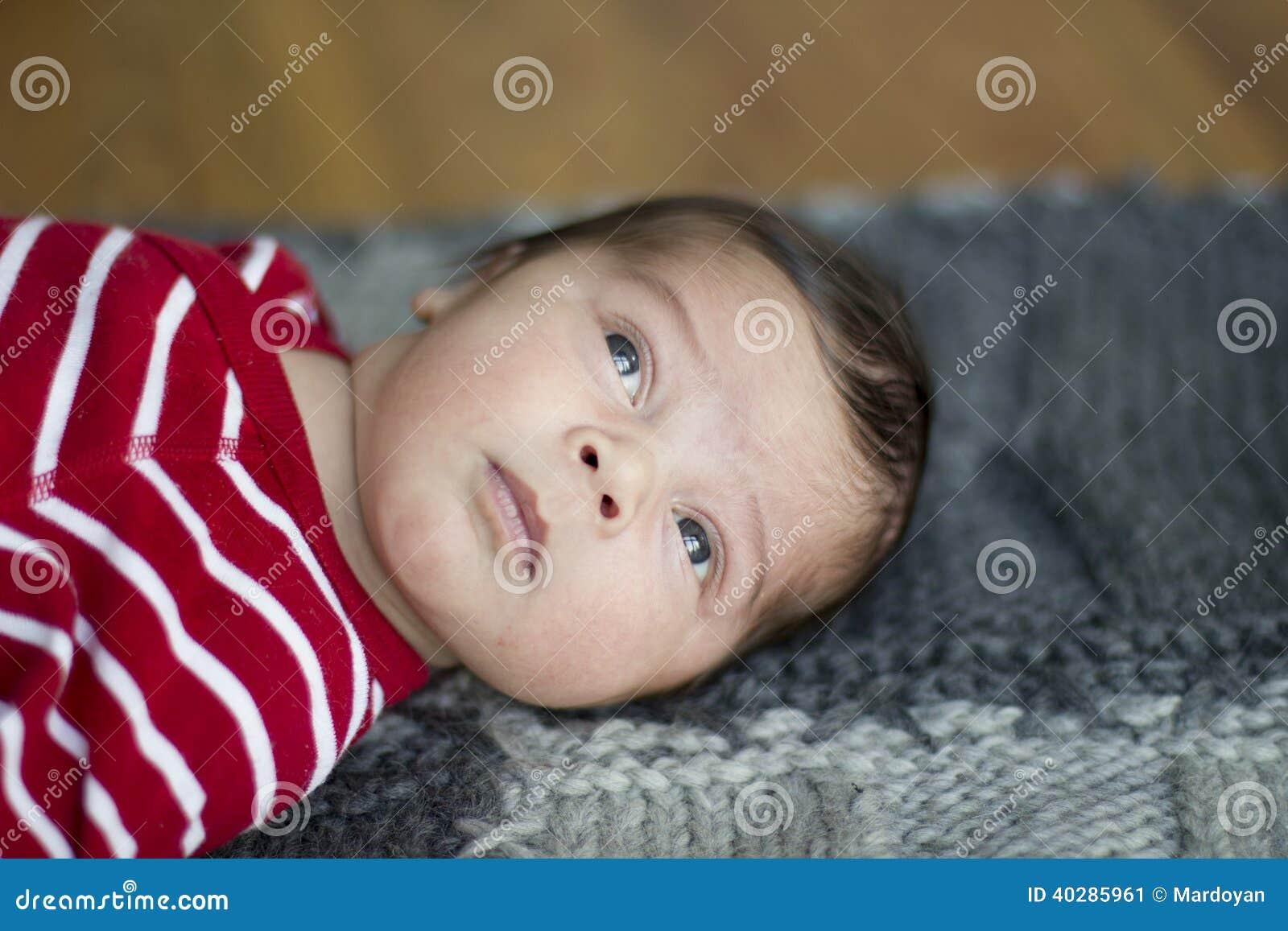 Newborn младенец