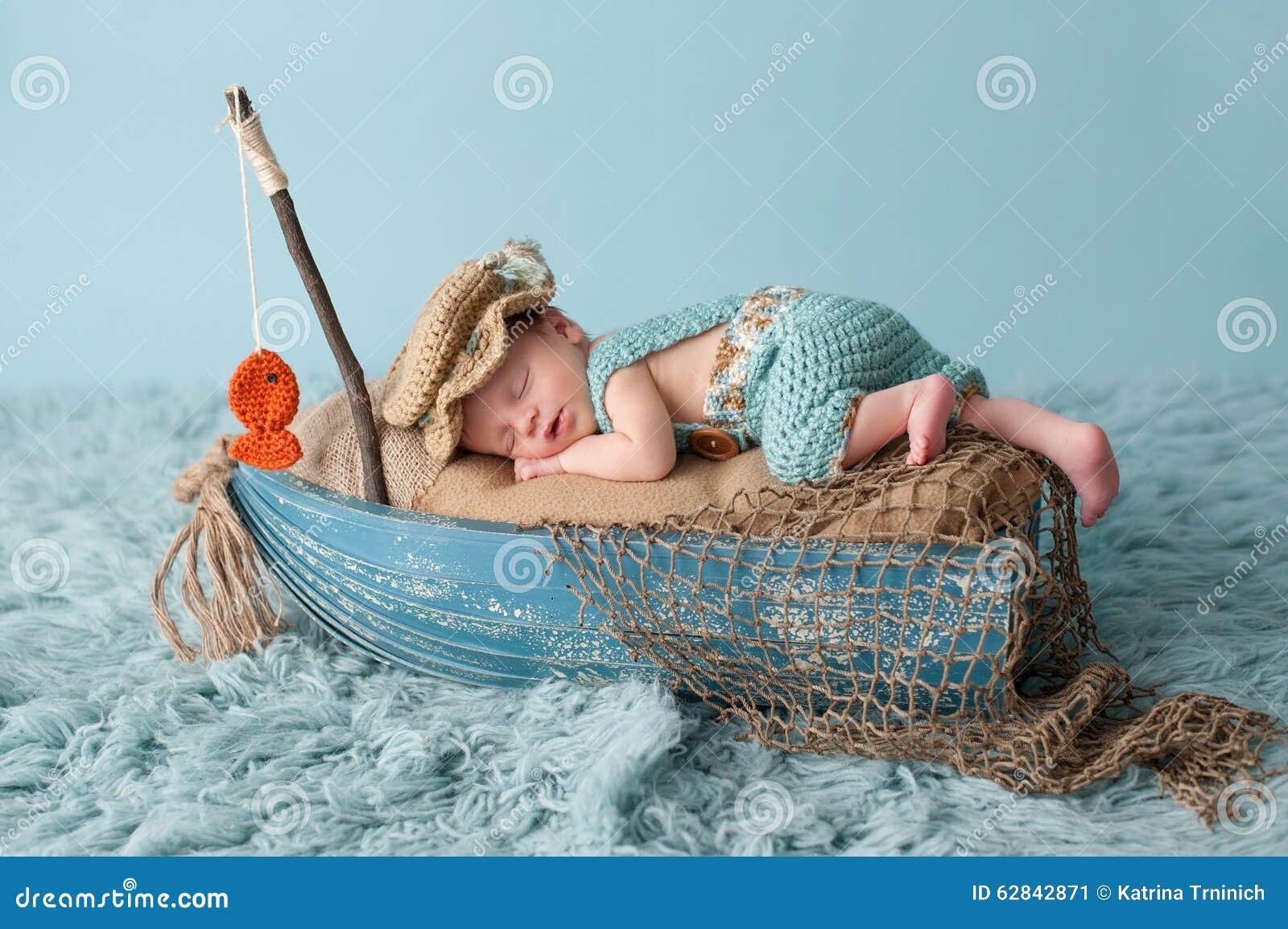 Newborn ребёнок в обмундировании рыболова