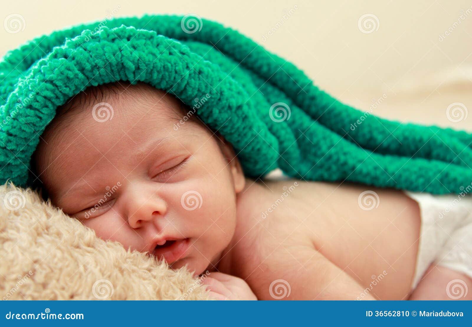 Newborn спать младенец