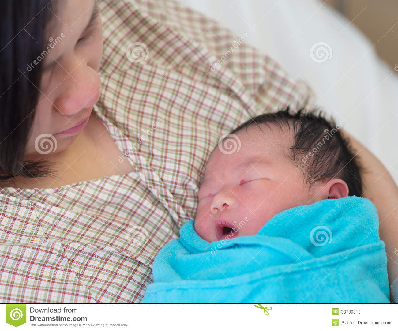 newborn asian baby and mother stock image - image of chinese, face