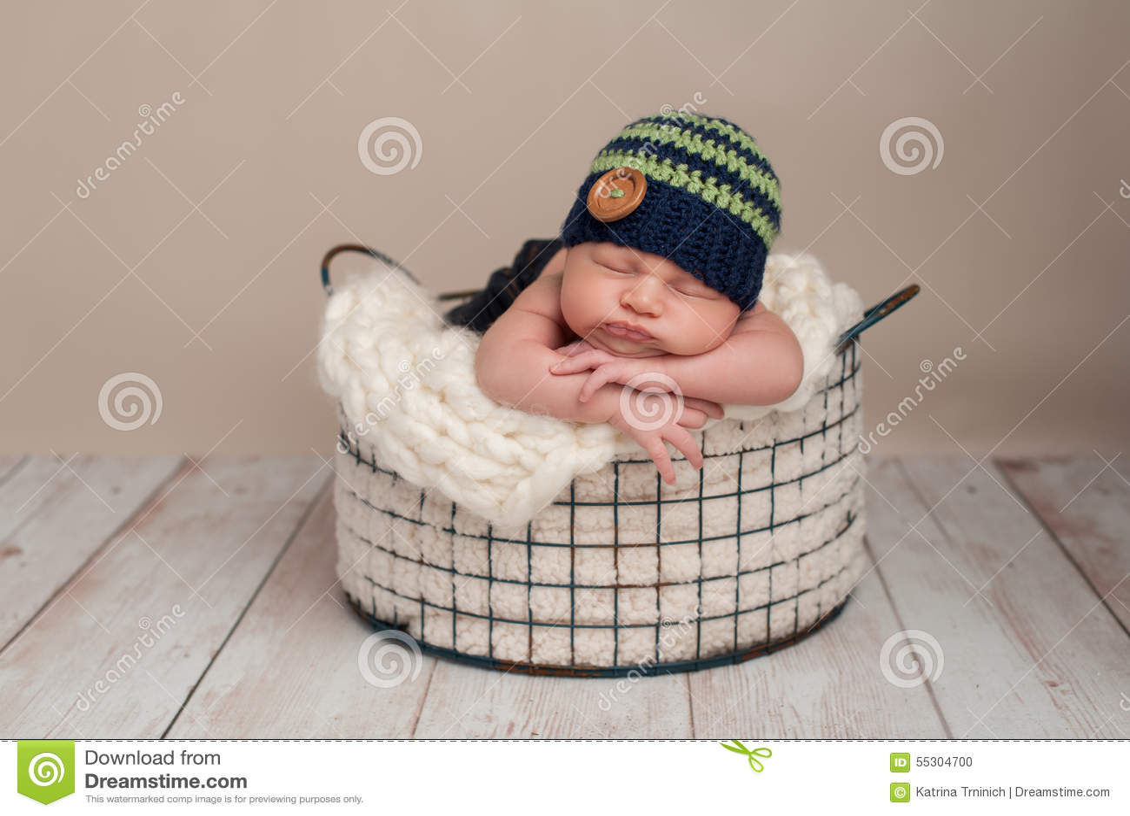 ecc9fce86 Newborn Baby Boy Wearing A Beanie Cap Stock Photo - Image of button ...