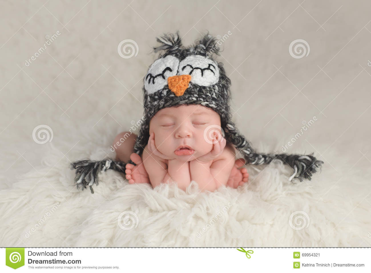 eddc306dfb0 Newborn Baby Boy Wearing An Owl Hat Stock Image - Image of costume ...