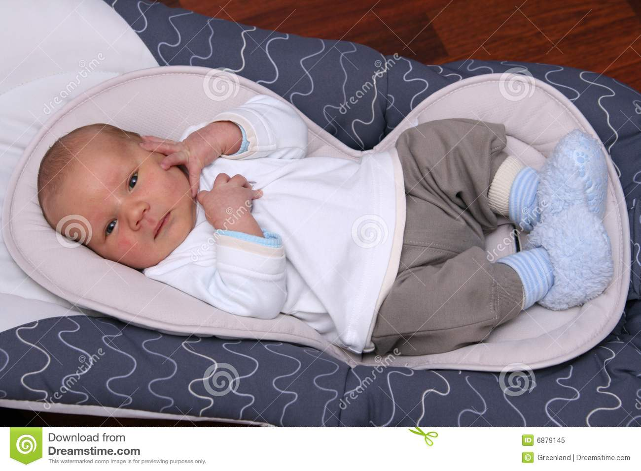 d568f18e80f1 Newborn Baby Lying In Bouncer Chair Stock Image - Image of babygear ...