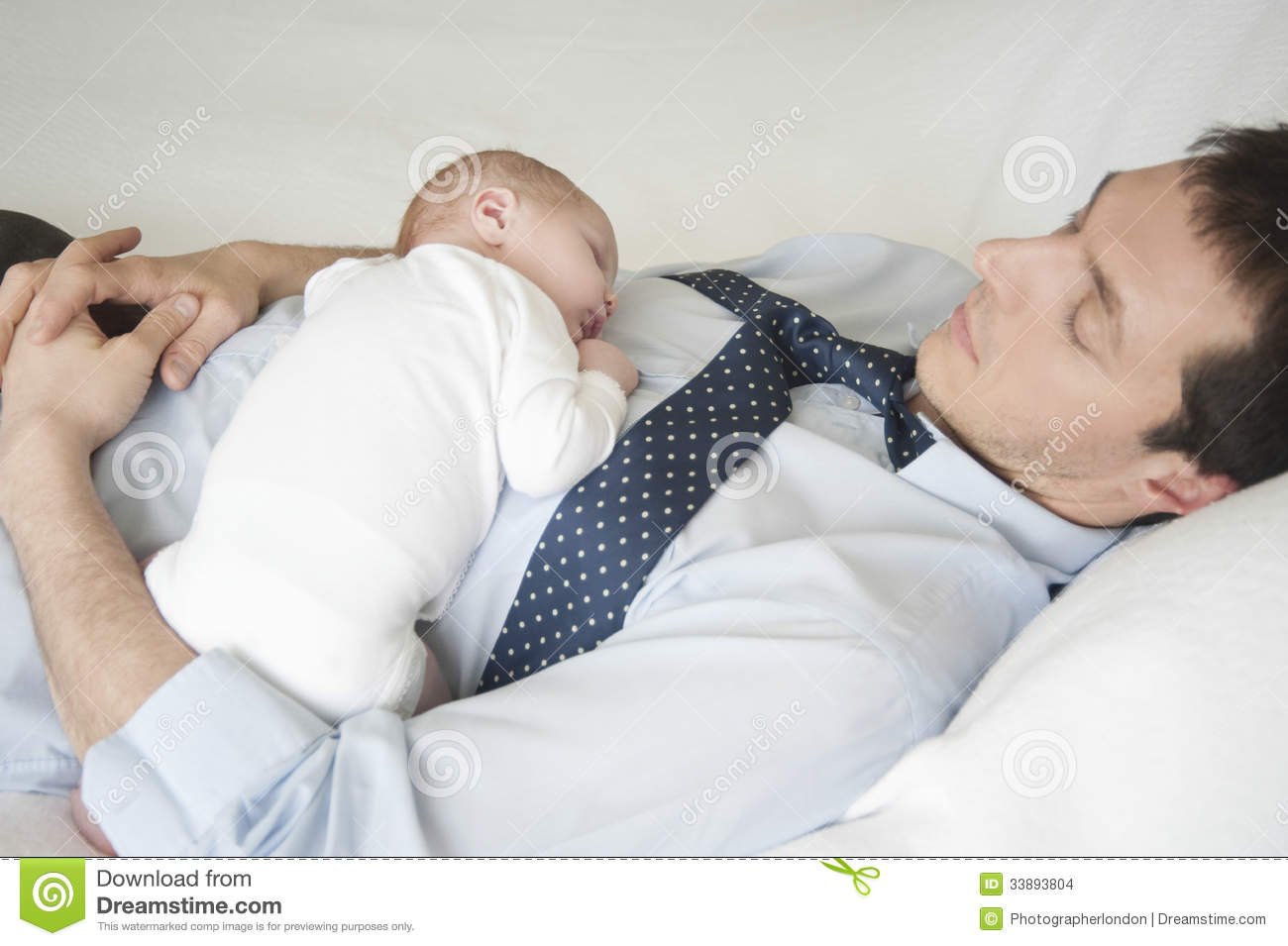 Baby bed newborn - Newborn Baby Sleeping With Father In Bed