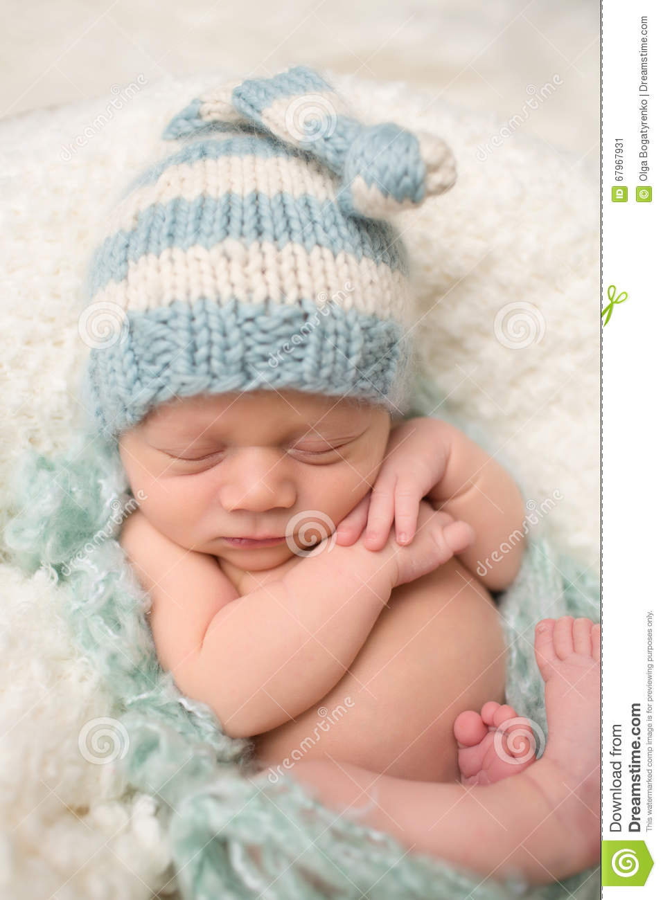 ec97d005a41 Newborn Baby Sleeping In Knit Hat Stock Image - Image of love ...