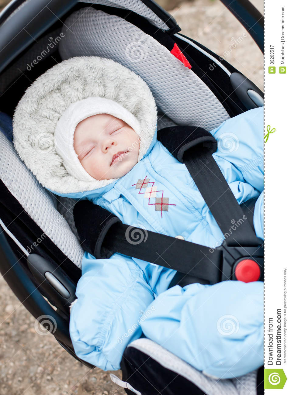 newborn sleeping in the car seat royalty free stock photography image 33263517. Black Bedroom Furniture Sets. Home Design Ideas