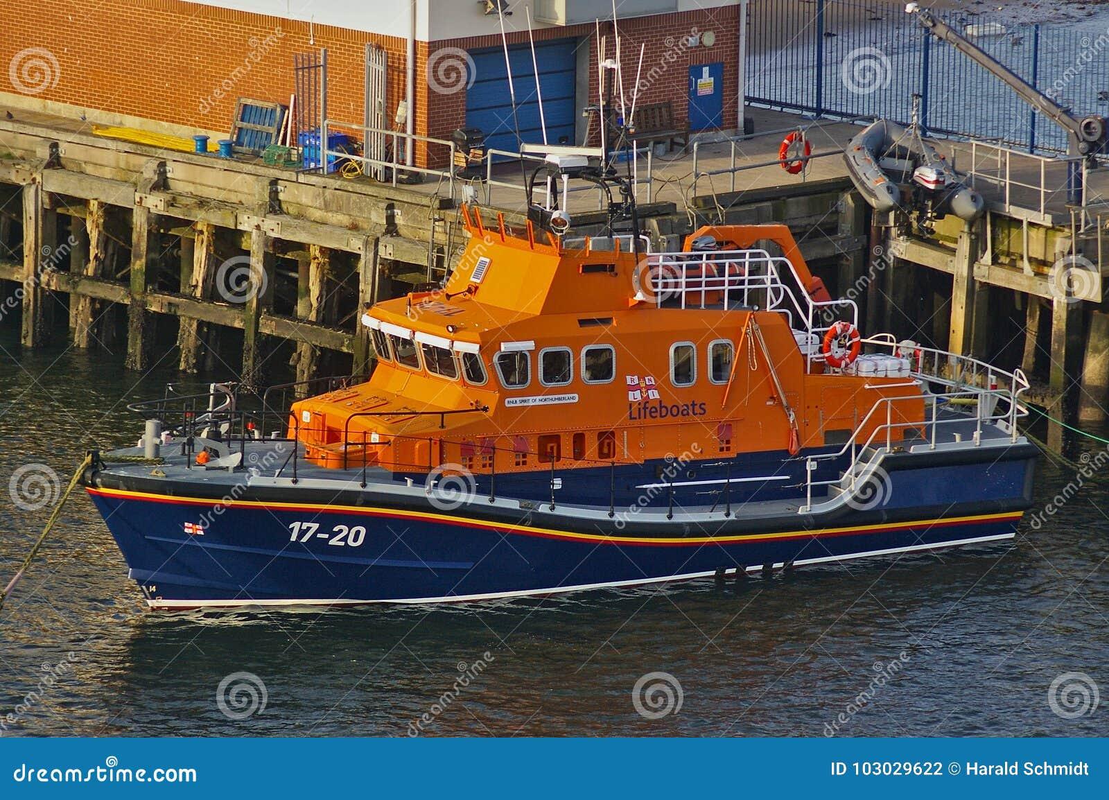 Newcastle, Royaume-Uni - 5 octobre 2014 - esprit du canot de sauvetage 17-20 de RNLI du Northumberland à ses amarrages