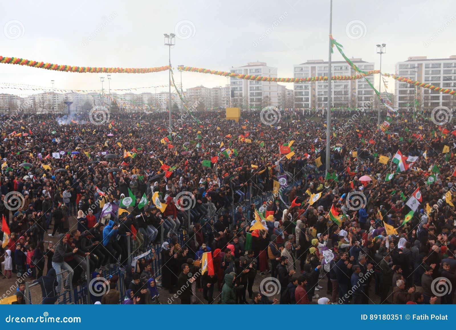 newroz à diyarbakir, turquie photo éditorial - image du foule, régal