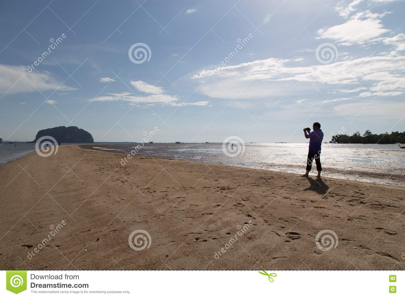 News Reporter video Golden Scale Dragon Spine Beach in Palian of
