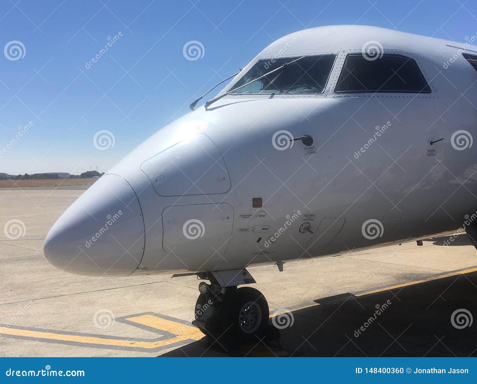 Nez et habitacle de South African Express de Havilland