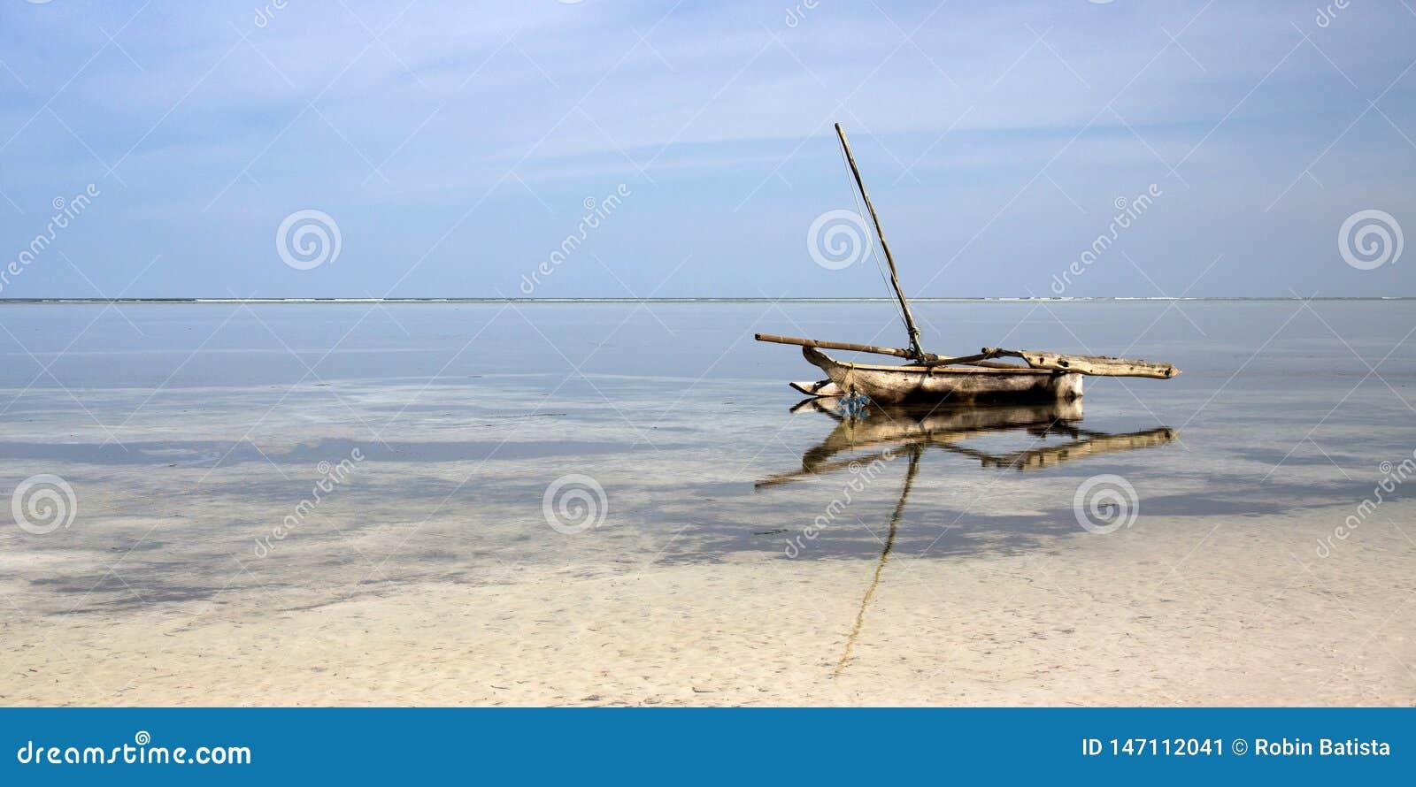 Ngalawa à la plage de Zanzibar