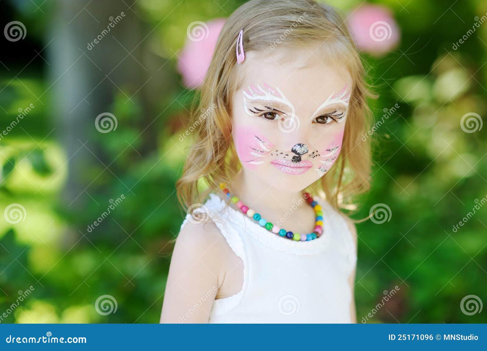 Niña Adorable Con Su Cara Pintada Foto de archivo - Imagen de cara ...