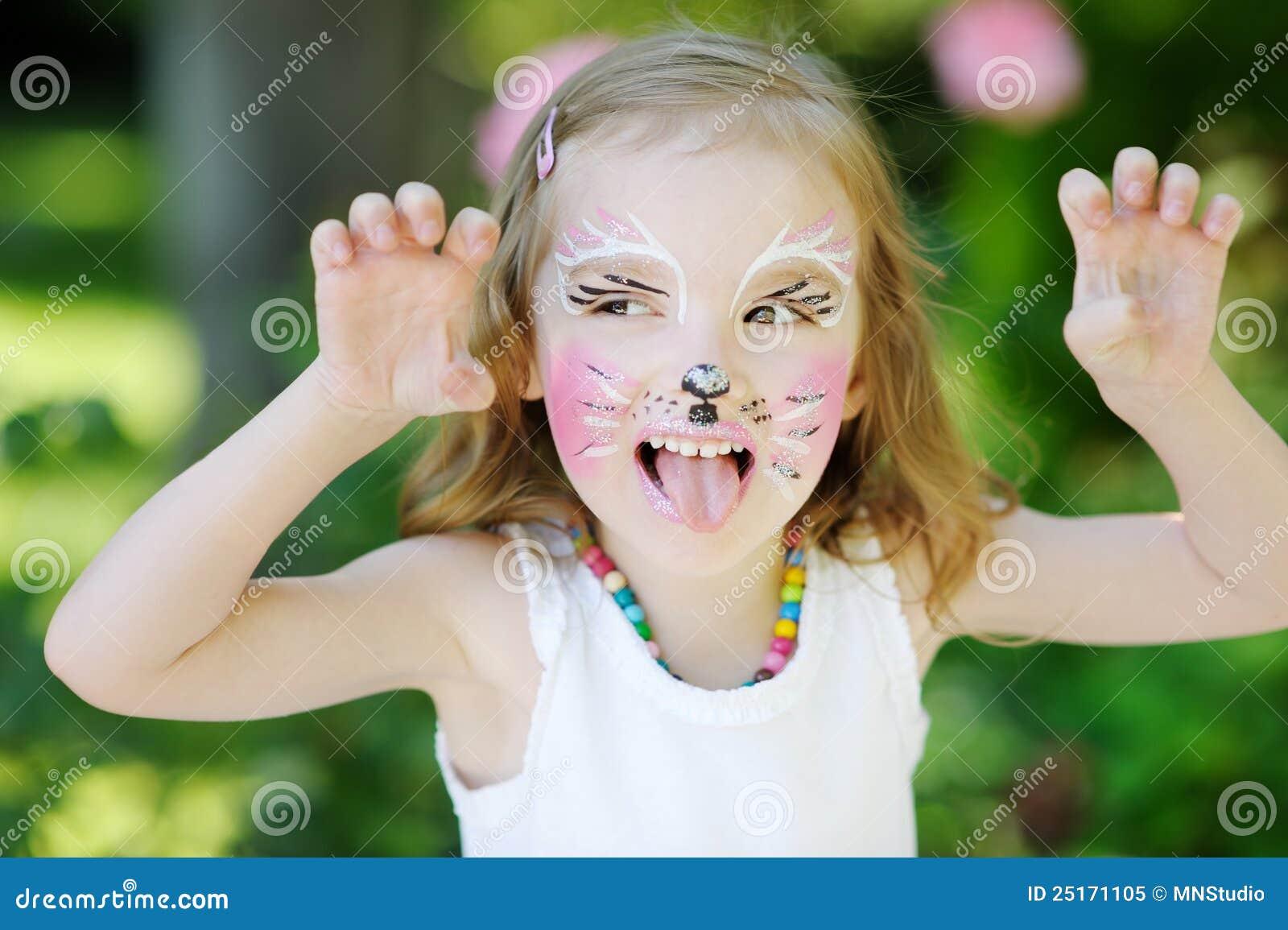 Niña Adorable Con Su Cara Pintada Imagen de archivo - Imagen de ...