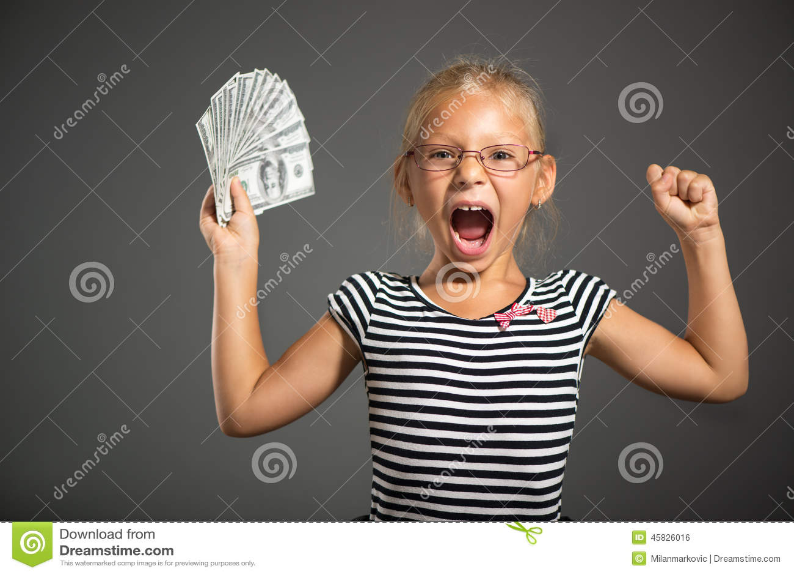 Niña con el dinero