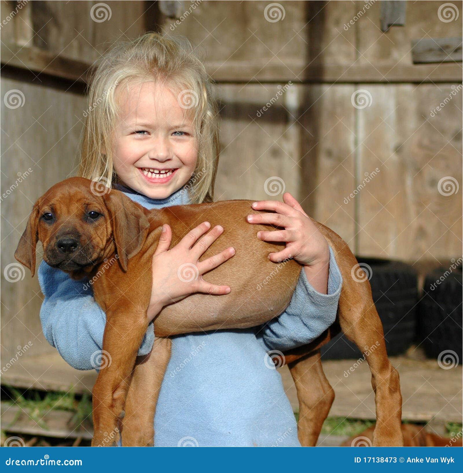 Niña con el perrito