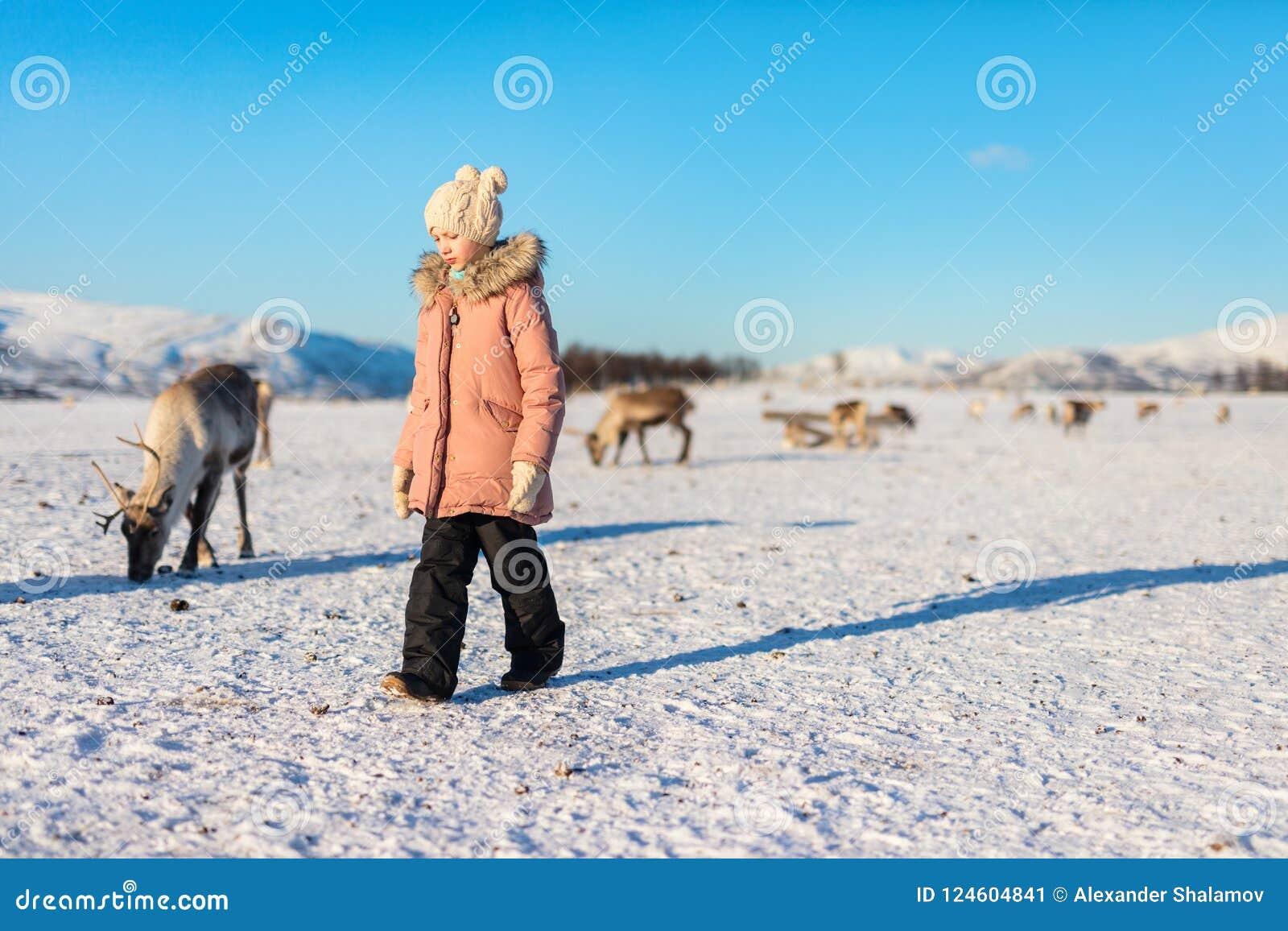 Niña con el reno