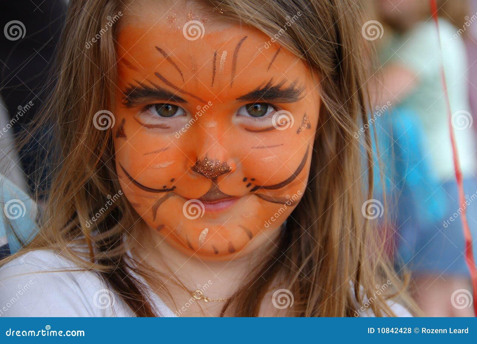 Niña Con La Cara Pintada Como Tigre Foto de archivo - Imagen de ...