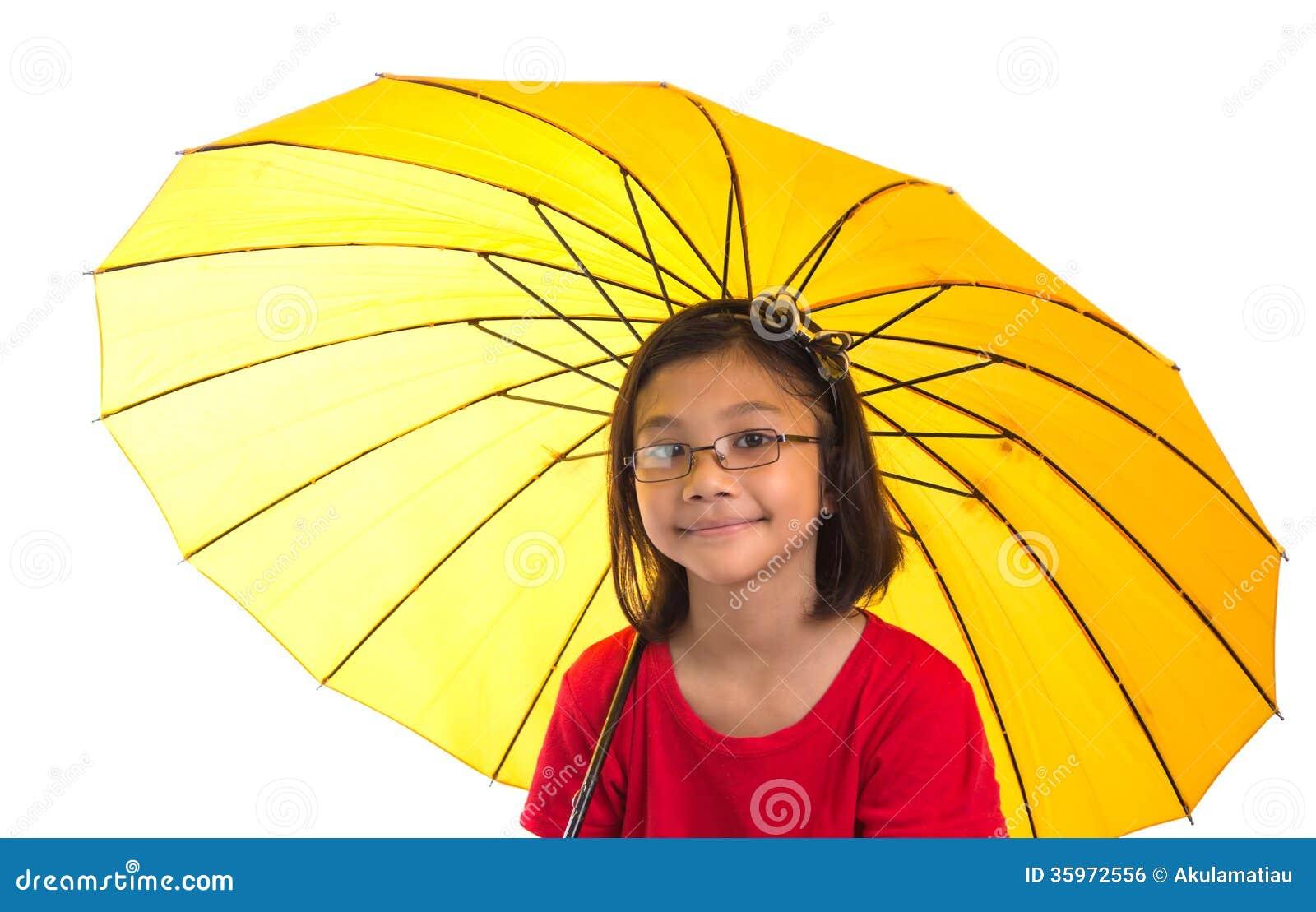 Niña y paraguas amarillo XIII