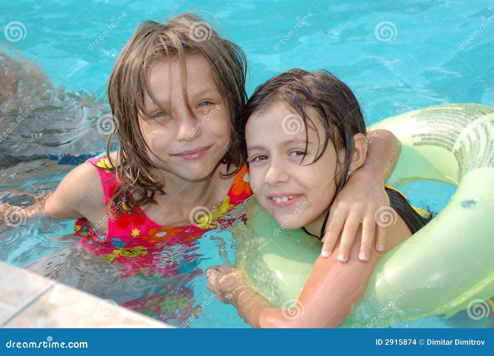 Ni as en la piscina imagenes de archivo imagen 2915874 for Fotos follando en la piscina
