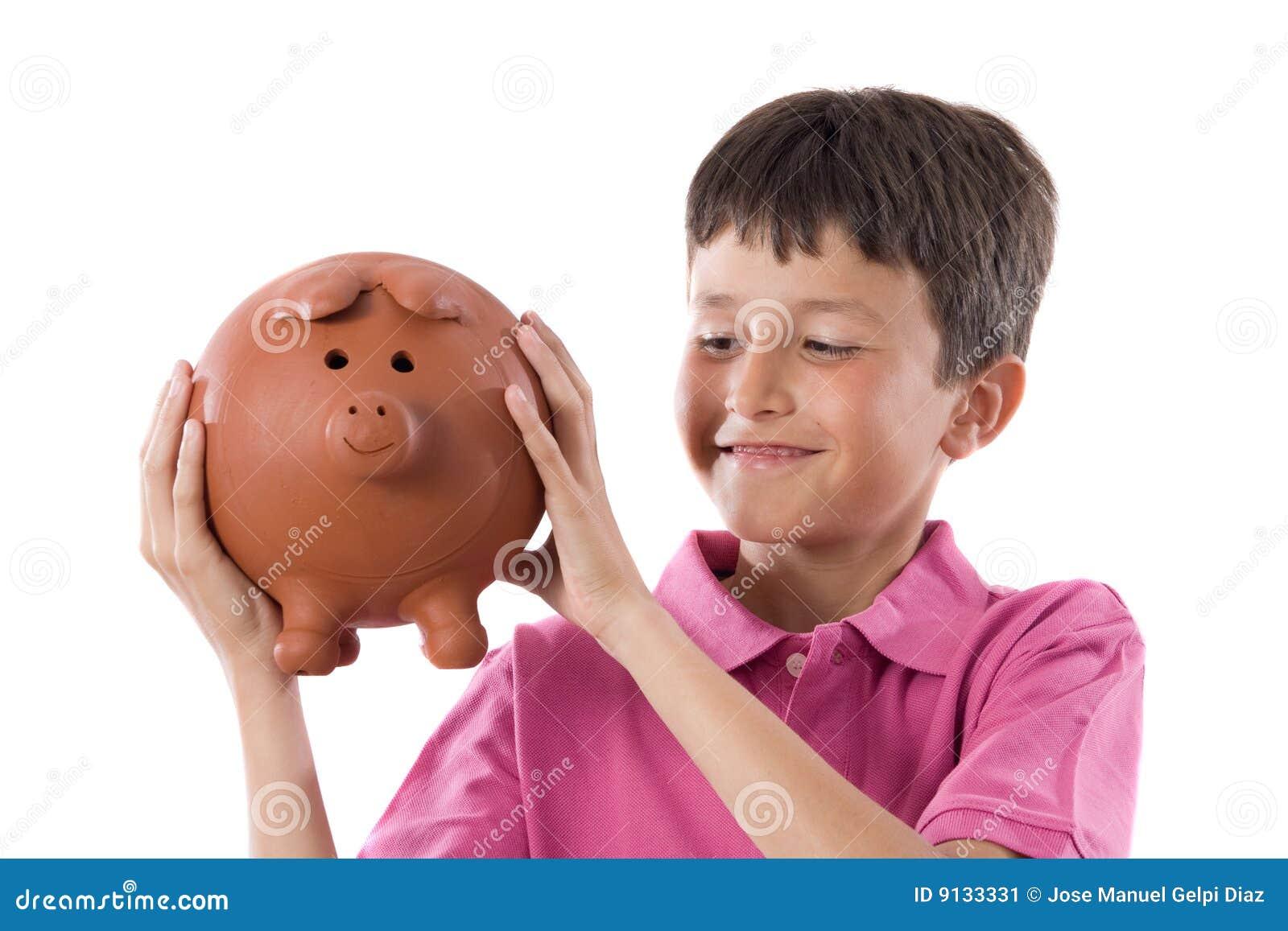 Niño adorable con el moneybox