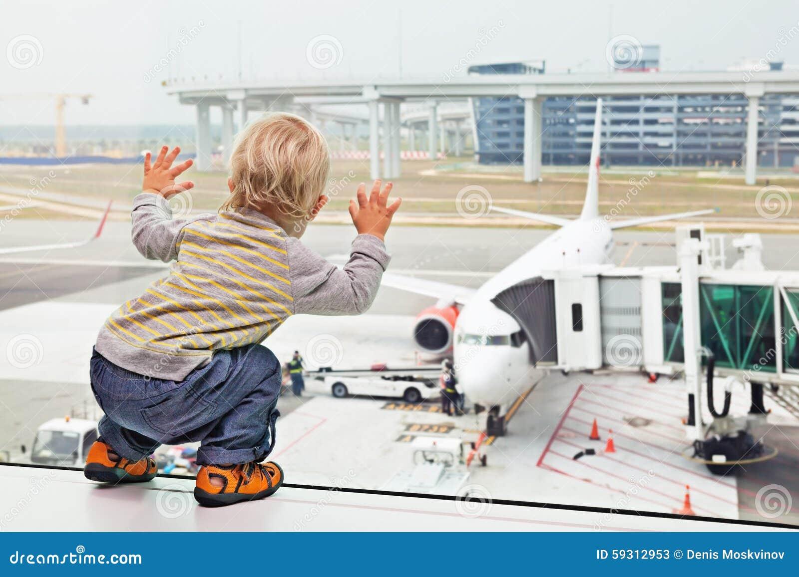 Niño, aeropuerto, viaje, bebé, familia, vacaciones, puerta, muchacho, aeroplano, avión, avión, pasajero, embarque, salida, verano