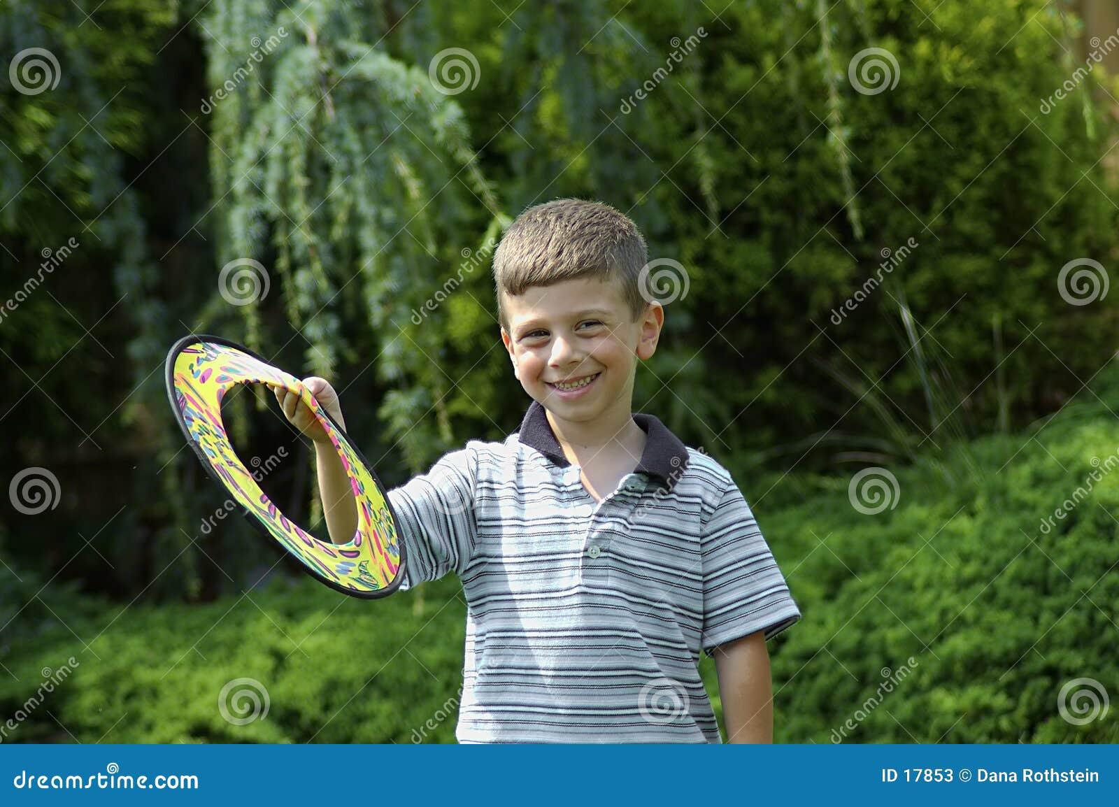 Niño con el disco volador