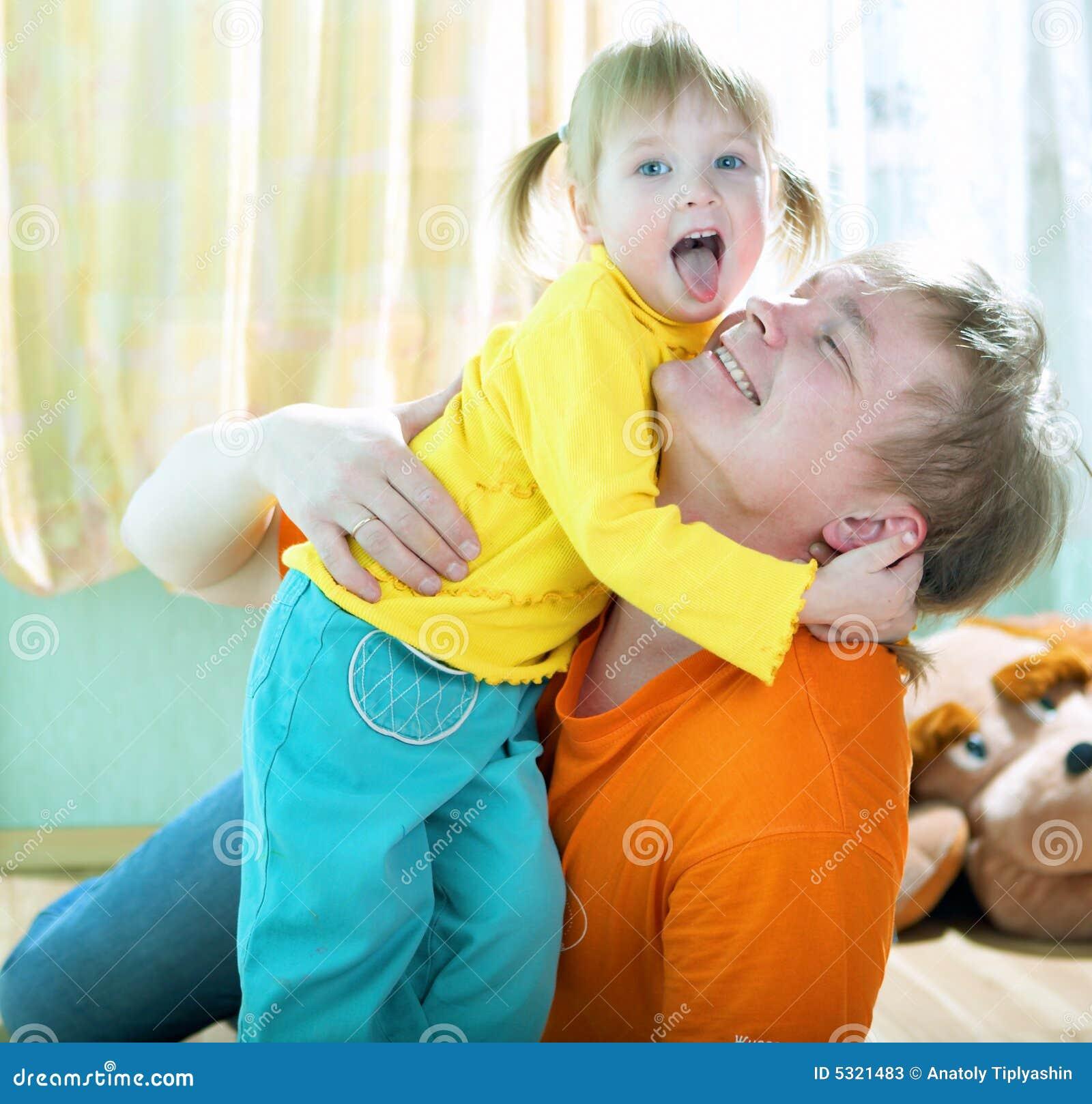 Niño con el padre