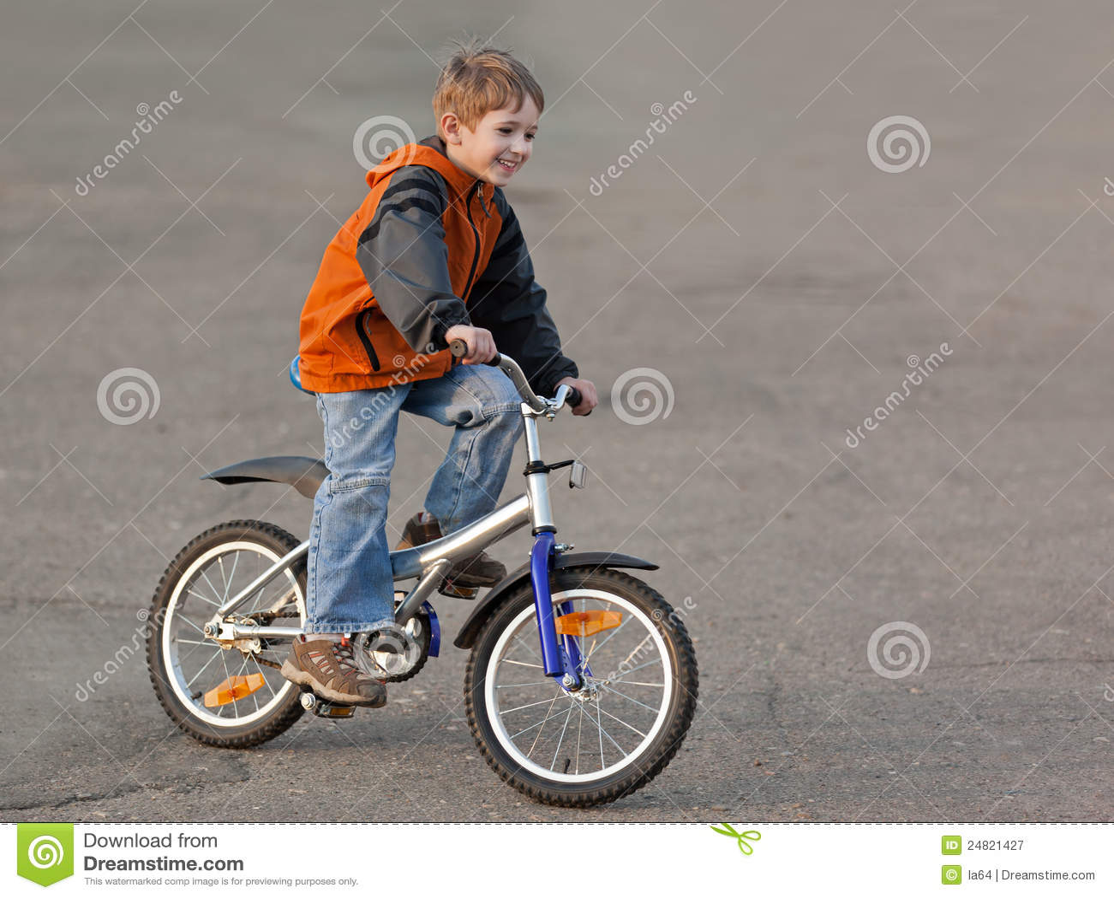 Niño con la bicicleta