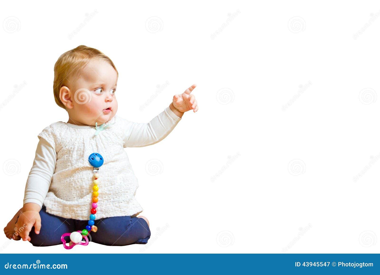 Niño con la muestra de la mano