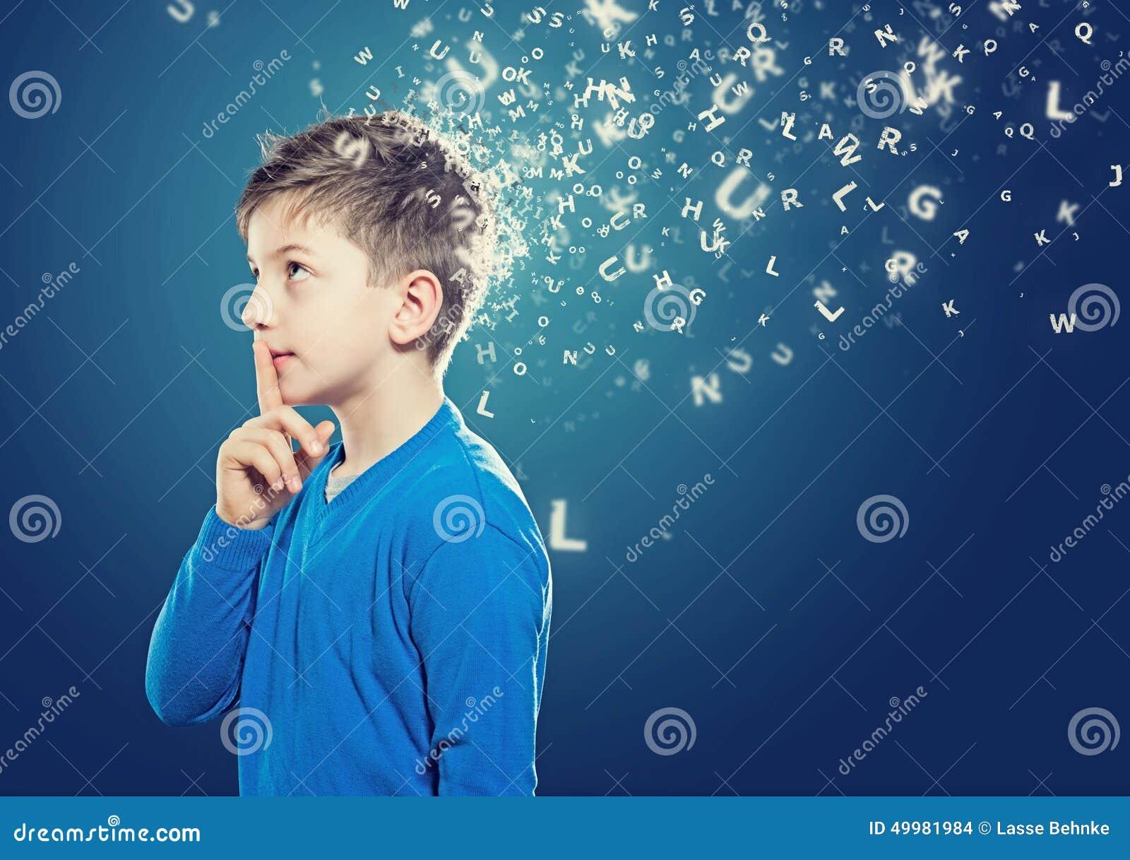 Niño de pensamiento