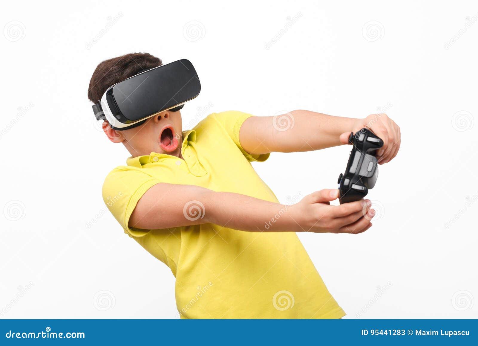 Niño en auriculares de VR