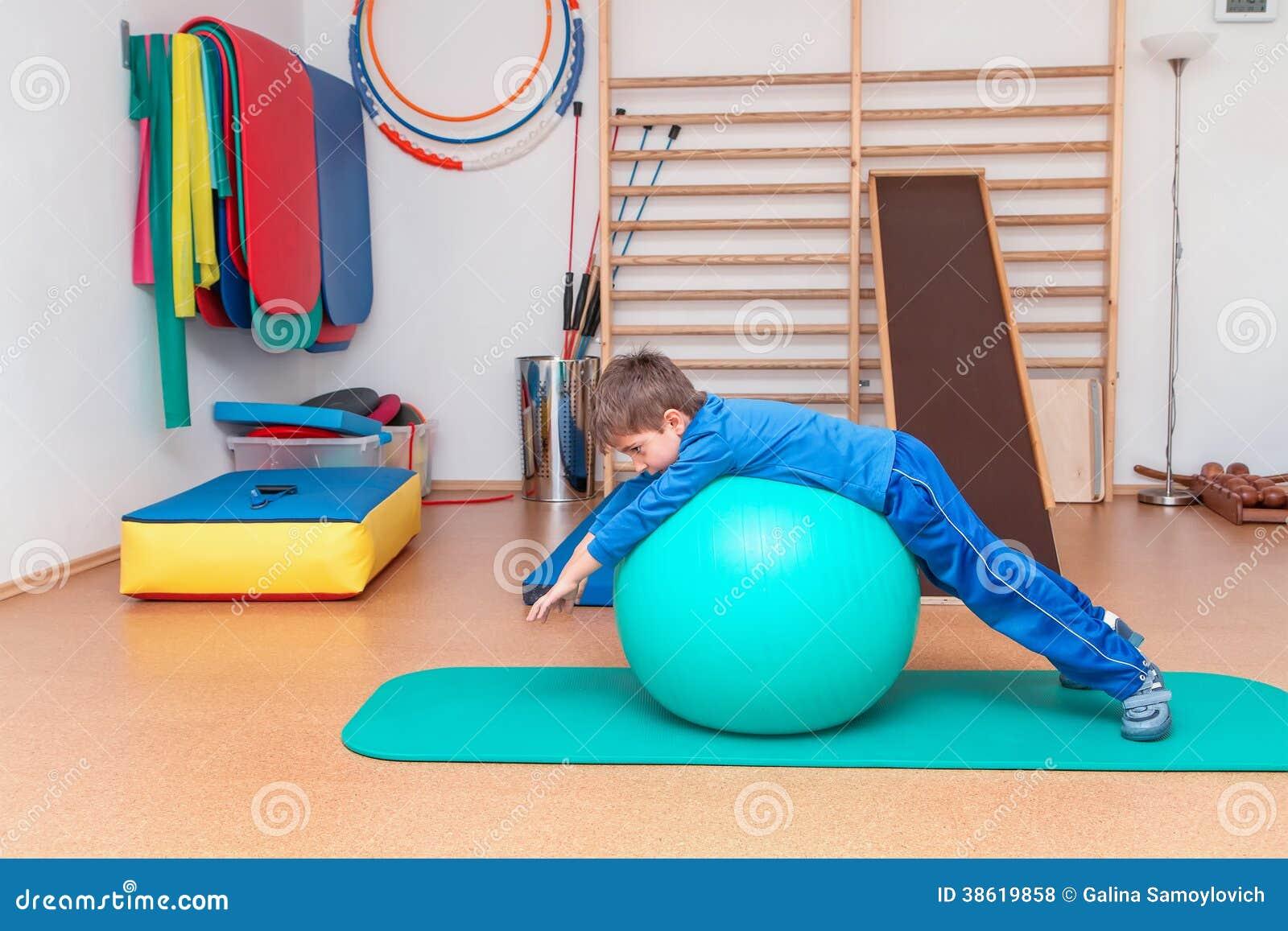Niño en el gimnasio