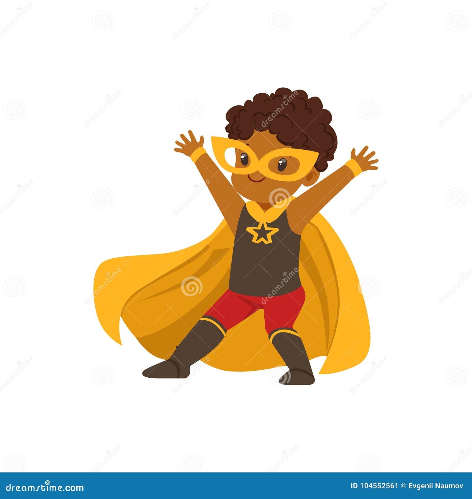 Niño negro valiente cómico en el traje colorido de Halloween del super héroe con la máscara y el convertirse en el cabo del amari
