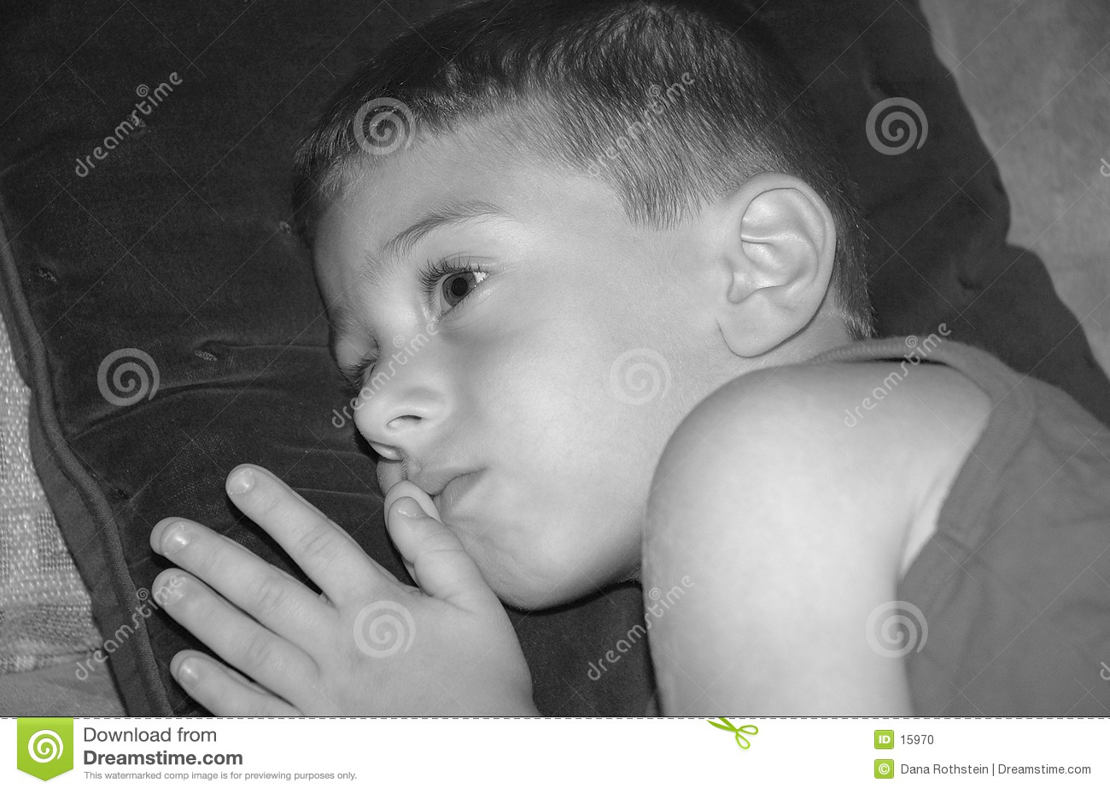 Niño que se relaja